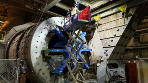 field machinist machining large flange of ball mill on site mine.