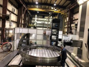 Large horizontal machining center with multiple heads and extreme accuracy over the entire machine volume